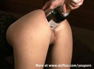 Порноролики анальный фистинг бутылкой