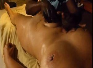 porno-negr-massazhist